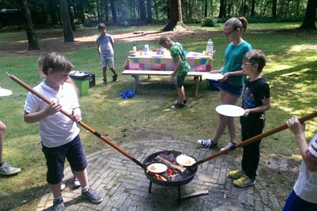 Kinderen-Nika-actief-kinderfeestje-pannenkoekenbakken